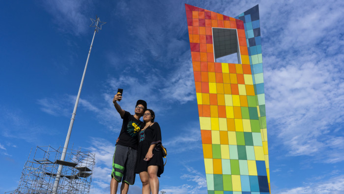 La Ventana al mundo is a public monument in Barranquilla built at the end of 2018 to coincide with the XXIII Central American and Caribbean Games.
