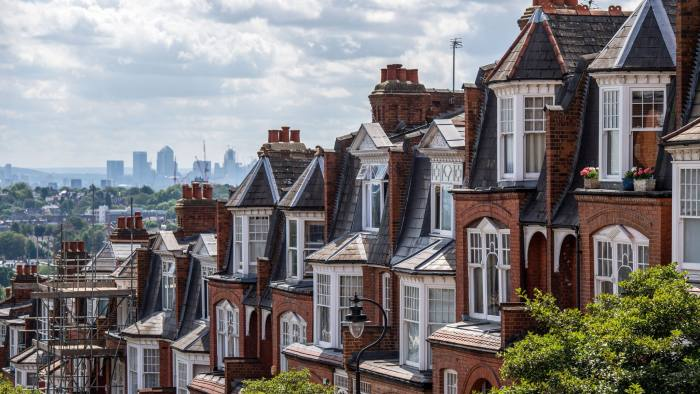 A terraced row of residential housing sit in the Muswell Hill district, in view of the Canary Wharf financial, business and shopping district of London, U.K., on Tuesday, July 31, 2018. U.K. house prices bucked their recent trend with a modest pick up in growth in July, according to Nationwide Building Society. Photographer: Chris J. Ratcliffe/Bloomberg