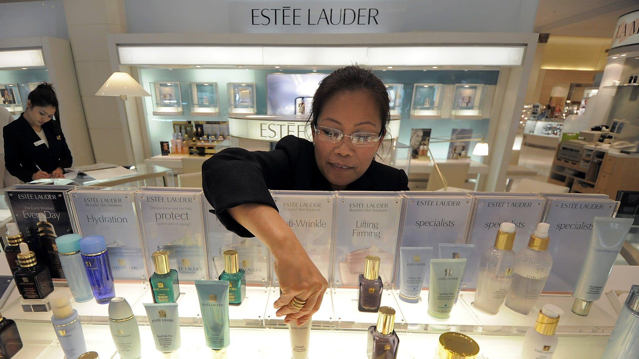 Estée Lauder bucks China gloom, raises guidance again | Financial Times