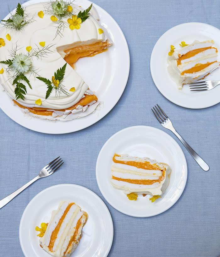 Lemon curd and meringue cake
