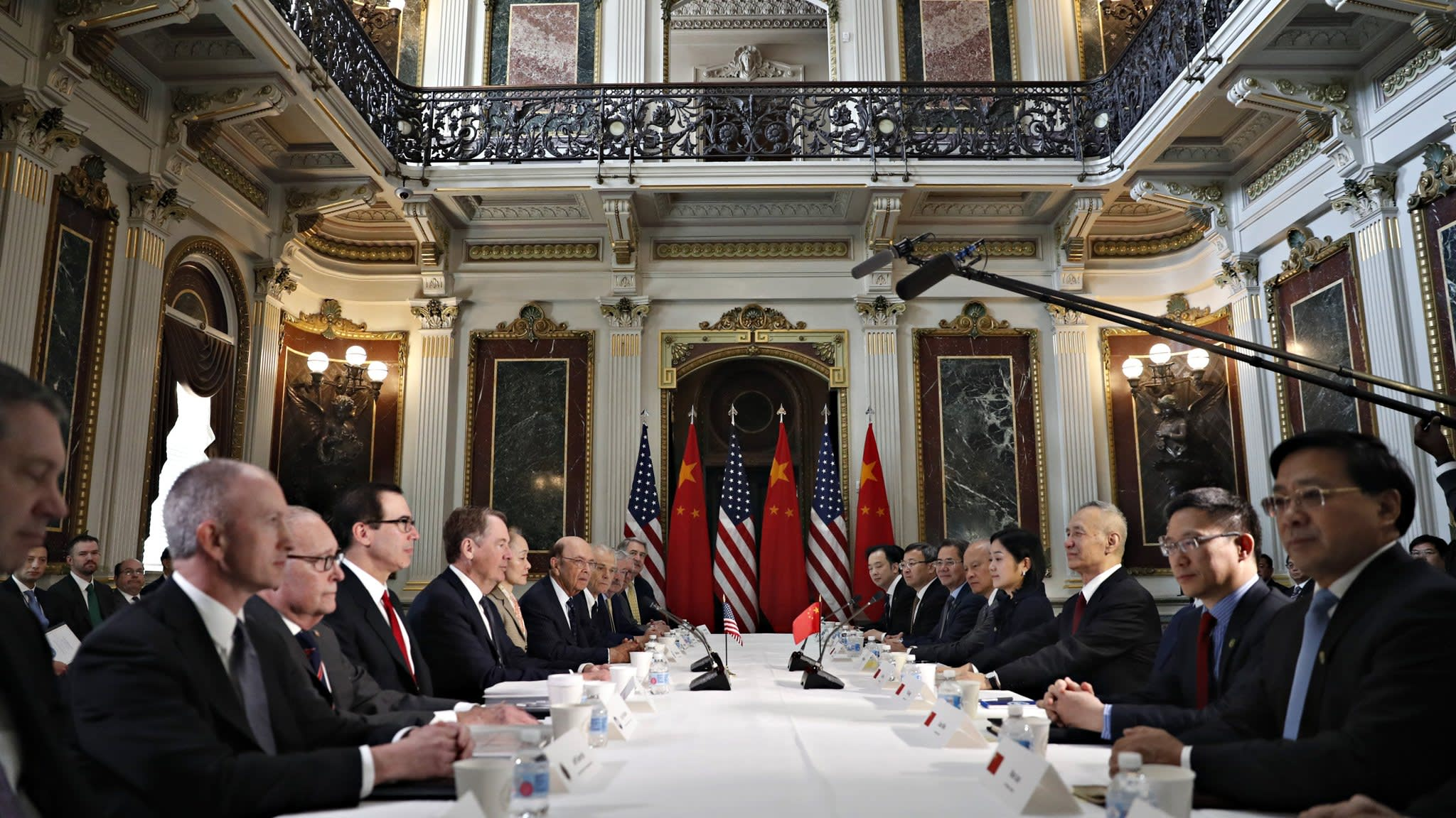 US-China talks seek to smooth over semiconductor makers' dispute | Financial Times