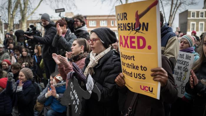 22/02/2018 University lecturers and supporting students hold a strike outside Goldsmiths in South London. Picture shows lecturers and students listening to speeches at a rally this afternoon.