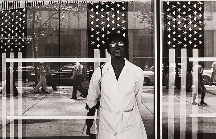 Ming Smith, America Seen Through Stars and Stripes, New York City, NY, 1976, archival pigment print, 61 × × 76 cm, Courtesy of Jenkins Johnson Gallery