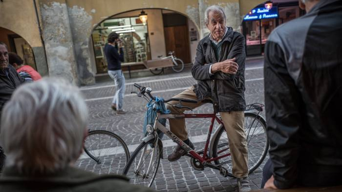 Picture by Charlie Bibby for the Financial Times Europopulism with James Politi in Cascina, Italy. Cascina von pop