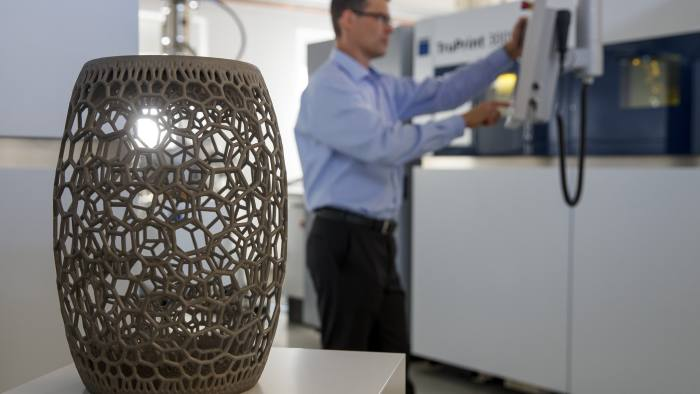 epa06269479 A worker operates a 3D-Printing machine at a demonstration center of Trumpf GmbH + Co. KG in Ditzingen, Germany, 16 October 2017. Trumpf is the world market leader in the manufacture of laser cutting machines and producer of machine tools, laser technology, and electronics. EPA-EFE/RONALD WITTEK
