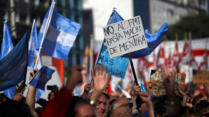 """A demonstrator holds a poster that reads """"Not until IMF. Macri sufficiently lies """"in protest of government talks with the International Monetary Fund (IMF) on economic measures taken by the government of Argentine President Mauricio Macri in Buenos Aires, Argentina, May 25, 2018. Reuters / Agustin Markarian"""" class = """"n-image"""" srcset = """"https://www.ft.com/__origami/service/image/v2/images/raw/http%3A%2F%2Fcom.ft.imagepublish.upp-prod-us. s3. amazonaws.com% 2F421c7cfa-ca60-11e9-af46-b09e8bfe60c0? fit = scale-down & source = next & width = 700 700w, https://www.ft.com/__origami/service/image/v2/images/raw / http% 3A% 2F% 2Fcom.ft.imagepublish.upp-prod-us.s3.amazonaws.com% 2F421c7cfa-ca60-11e9-af46-b09e8bfe60c0? fit = scale-down & source = next & width = 500 500w. https: // www. ft.com/__or igami / service / image / v2 / images / raw / http% 3A% 2F% 2Fcom.ft.imagepublish.upp-prod-us.s3.amazonaws.com% 2F421c7cfa-ca60-11e9-af46-b09e8bfe60c0? fit = scale- down & source = next & width = 300 300w """"size ="""" (min-width: 76.25em) 700px, (min-width: 61.25em) 620px, (min-width: 46.25em) 700px, calc (100vw - 20px)"""