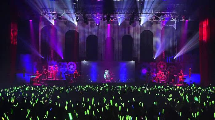 The Hatsune Miku hologram in concert