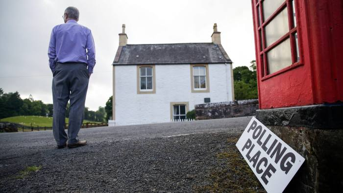 A poll clerk waits for the first voters to arrive to cast their vote in the European Union (EU) referendum at the Tynron polling station in Dumfries and Galloway, U.K, on Thursday, June 23, 2016. Britain began voting Thursday on whether to remain a member of the European Union or split from the 28-nation bloc, a once-in-a-generation decision that will determine the U.K.'s future economic prosperity and the course of the EU. Photographer: Matthew Lloyd/Bloomberg