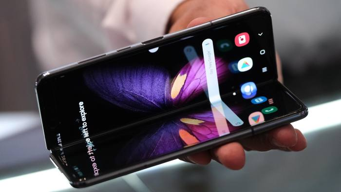 Samsung ready to relaunch folding smartphone after screen