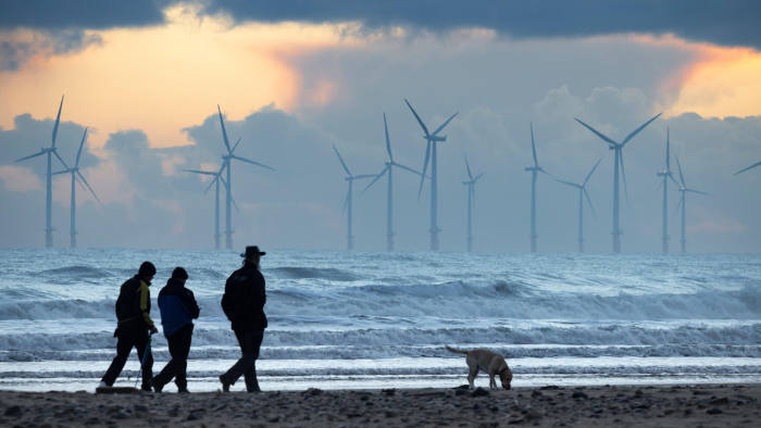 UK renewable energy auction prices plunge | Financial Times