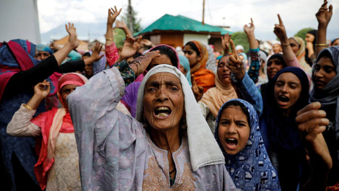 Kashmiri women shout slogans during a protest after the scrapping of the special constitutional status for Kashmir by the Indian government, in Srinagar, August 11, 2019. REUTERS/Danish Siddiqui TPX IMAGES OF THE DAY