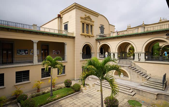 B309G7 Courtyard of University de Los Andes, MERIDA, Venezuela, South America