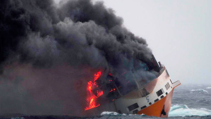 Oil slick from shipwreck nears French west coast | Financial Times