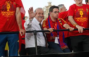 Del Bosque and his son Alvaro celebrate the Euro win