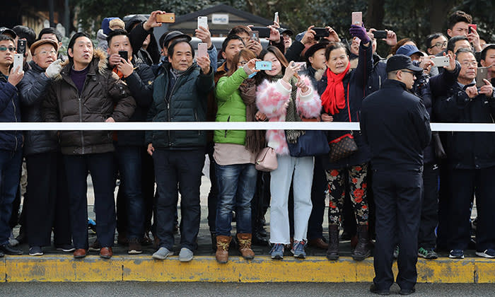 WUHAN, CHINA - JANUARY 31: Members of the public gather to see British Prime Minister Theresa May as she makes an environmental visit to the Yangtze River on January 31, 2018 in Wuhan, China. Mrs May is being accompanied by a business delegation during her three-day visit to China. Mrs May will meet Chinese Premier Li Keqiang, and President Xi to discuss matters including the environment, Investment, Education, Hong Kong and North Korea. (Photo by Dan Kitwood/Getty Images)