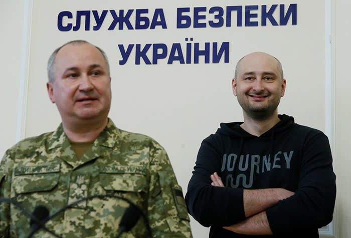 Russian journalist Arkady Babchenko (R), who was reported murdered in the Ukrainian capital on May 29, and head of Ukrainian State Security Service (SBU) Vasily Gritsak attend a news briefing in Kiev, Ukraine May 30, 2018. REUTERS/Valentyn Ogirenko