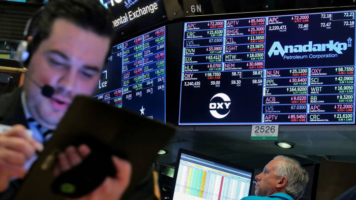 FILE PHOTO: Traders work on the floor by the post that trades Anadarko Petroleum and Occidental Petroleum at the New York Stock Exchange (NYSE) in New York, U.S., April 30, 2019. REUTERS/Brendan McDermid/File Photo