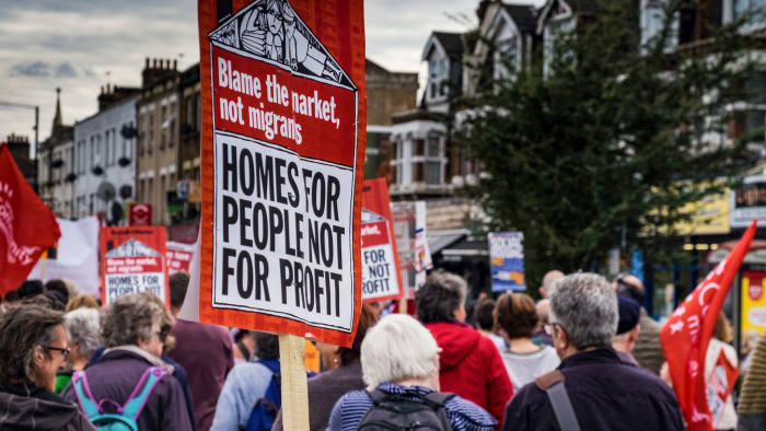 K9JY8D London, UK, 23rd September 2017. Protesters march down Green Lanes in Harringay, North London in protest of the trasfering of Haringey Council's social housing stock to the private developer Lendlease.The march started at Tottenham Green and finished at Finsbury Park. (c) Paul Swinney/Alamy Live News