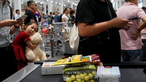 Foreign supermarkets change tactics in tough China market