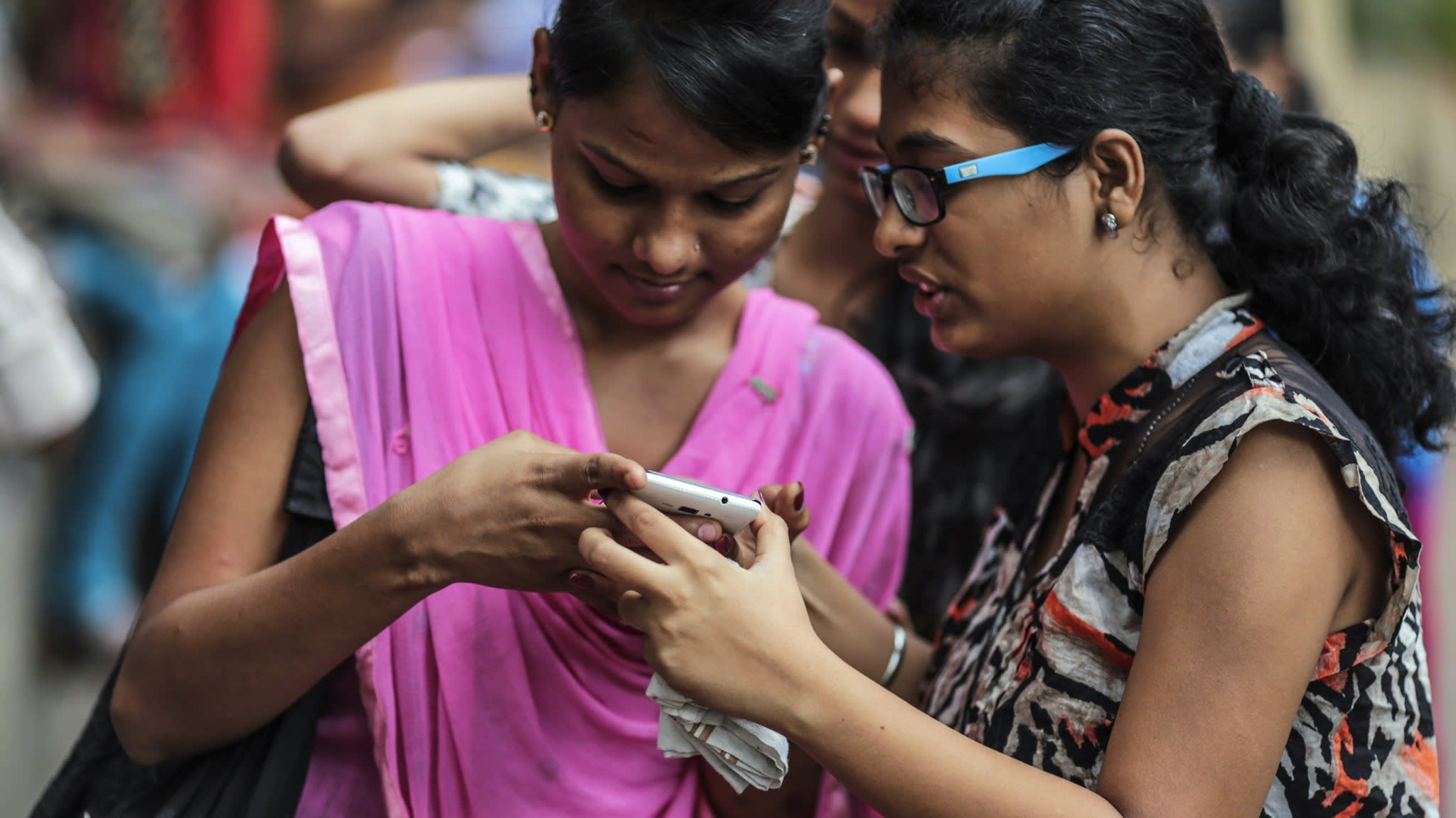 WhatsApp's India success spurs push into mobile payments | Financial Times