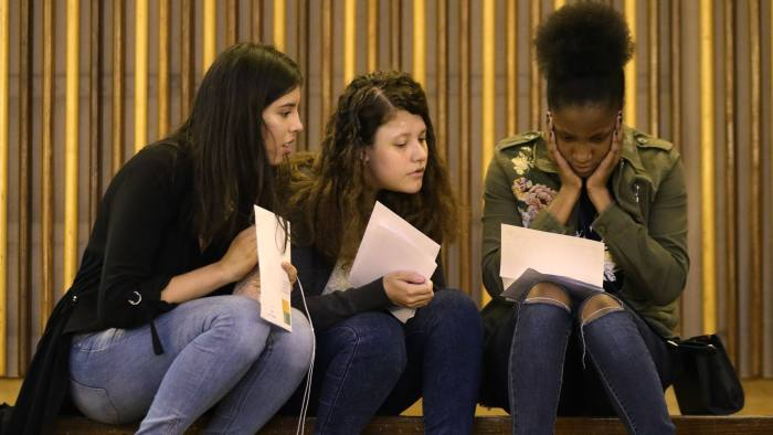 Students collect their GCSE results at Ark Globe Academy in south London. PRESS ASSOCIATION Photo. Picture date: Thursday August 23, 2018. See PA story EDUCATION GCSE. Photo credit should read: Yui Mok/PA Wire