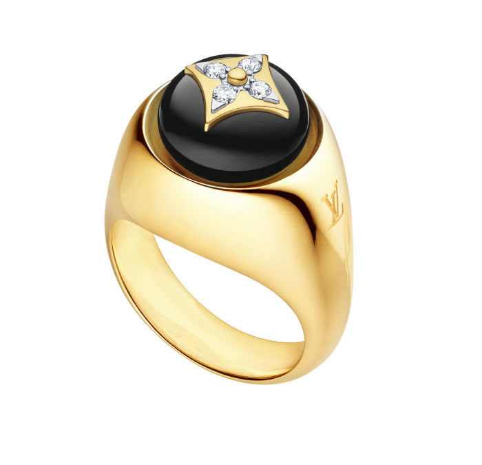 Chevalliere B Blossom ring — Yellow and white gold, onyx and diamonds, €5,200