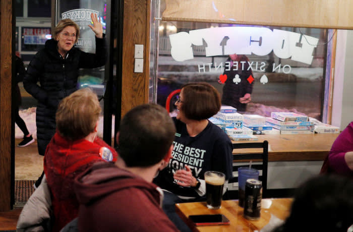 Democratic 2020 U.S. presidential candidate and U.S. Senator Elizabeth Warren (D-MA) arrives to meet with a group of volunteer leaders for her campaign at Lucky's on Sixteenth in Cedar Rapids, Iowa, U.S., January 26, 2020. REUTERS/Brian Snyder