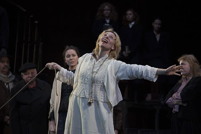 Smile Upon Us, Lord Vakhtangov State Academic Theatre of Russia Yulia Rutberg credit Valeriy Miasnikov