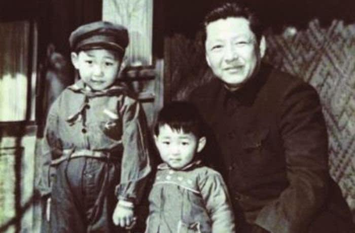 KYFWC4 Xi Jinping, Xi Yuanping and Xi Zhongxun in 1958