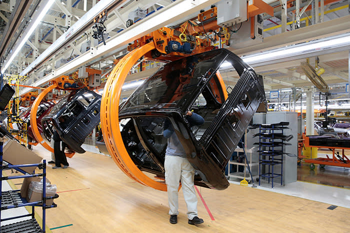Fiat Chrysler Automobiles assembly workers build 2019 Ram pickup trucks on 'Rotating Carrier' assembly line at the FCA Sterling Heights Assembly Plant in Sterling Heights, Michigan, U.S., October 22, 2018. Picture taken on October 22, 2018. REUTERS/Rebecca Cook - RC1DCDE8B810