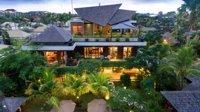 http://www.elitehavenssales.com/property/757/Lavish-luxury-near-the-beach sale price at IDR 35.75 billion (our ref#V765) .