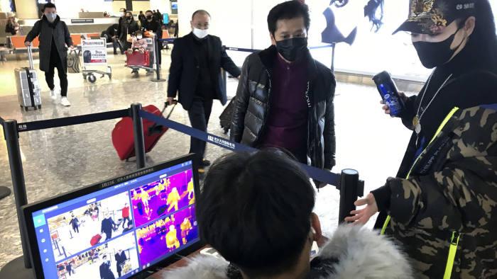 Dampak Virus Corona, China Larang Keberangkatan Grup Tur ke Luar Negeri