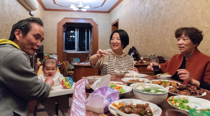 China slowing pains family in Hangzhou father Tao Jinyan & baby dinner in family home