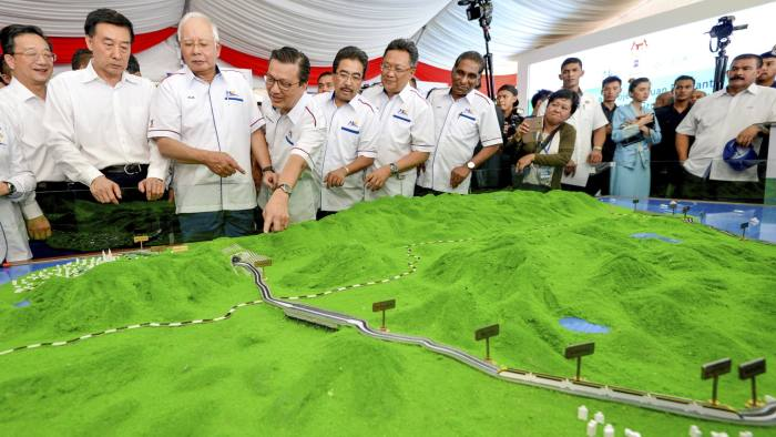Malaysia suspends $22bn China-backed projects | Financial Times