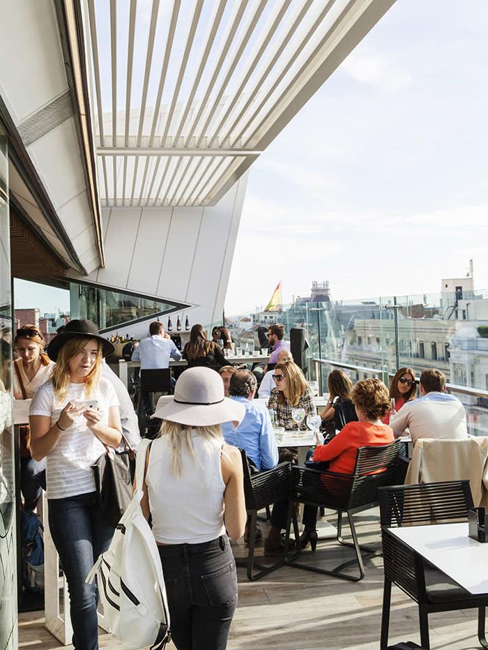 Bar, Reise, 19.04.2015. Engl. Spain, Madrid, Gourmet experience, shopping centre El Corte Ingles, neigborhood Salamanca, Restaurant (C) Gunnar Knechtel/laif FOR SALE IN: UK ONLY.