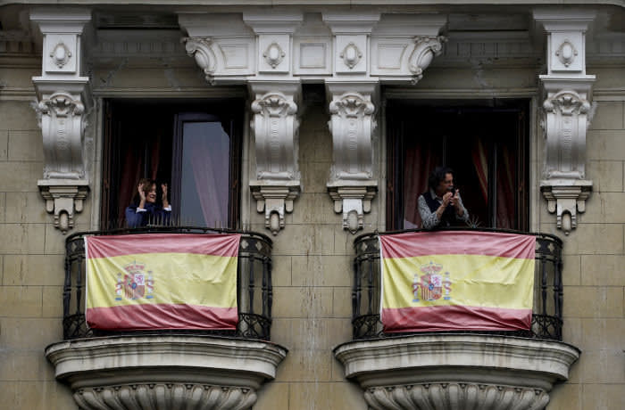 People confined in their homes applaud from their balconies in support of healthcare workers during the lockdown amid the coronavirus disease (COVID-19) outbreak in Madrid, Spain, April 4, 2020. REUTERS/Juan Medina