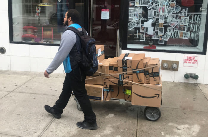A man delivers Amazon packages following the spread of Coronavirus disease (COVID-19), in the Manhattan borough of New York City, New York, U.S., March 20, 2020. REUTERS/Carlo Allegri