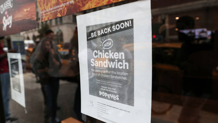 A sign posted outside Popeyes Louisiana Kitchen states that the restaurant is out of their new chicken sandwiches in New York, U.S., August 23, 2019. REUTERS/Shannon Stapleton - RC1E42019850