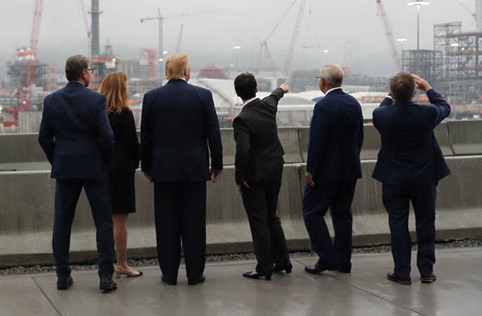 U.S. President Donald Trump tours the Shell Pennsylvania Petrochemicals Complex in Monaco, Pennsylvania, U.S. August 13, 2019. REUTERS/Jonathan Ernst - RC1C93346FE0
