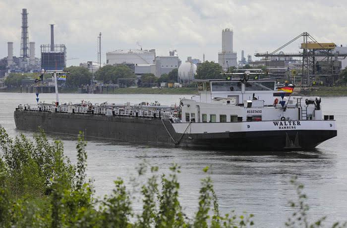 10.05.2019 Rhine Mannheim/Ludwigshafen Barges around BASF factory Photographer: Alex Kraus/ Bloomberg News