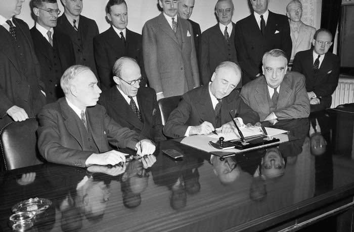 (Original Caption) 12/6/1945-Washington, DC-In a ceremony at the Department of State, the British Loan Agreement was formally signed. Pictured during the signing are, left to right: Lord John Maynard Keynes, Chief of British Loan Mission; Earl of Halifax, British Ambassador to the U.S.; Secretray of State James F. Byrnes and Secretary of the Treasury Fred M. Vinson. The loan agreement for over 4 billion dollars must be ratified by both Congress and Commons.