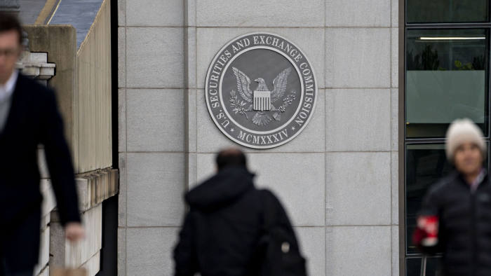 Pedestrians walk near the U.S. Securities and Exchange Commission headquarters in Washington, D.C., U.S., on Thursday, Jan. 2, 2020. The federal appeals court in Manhattan today said the government may pursue insider-trading charges under a newer securities-fraud law not subject to a key requirement of the statute prosecutors traditionally use. Photographer: Andrew Harrer/Bloomberg