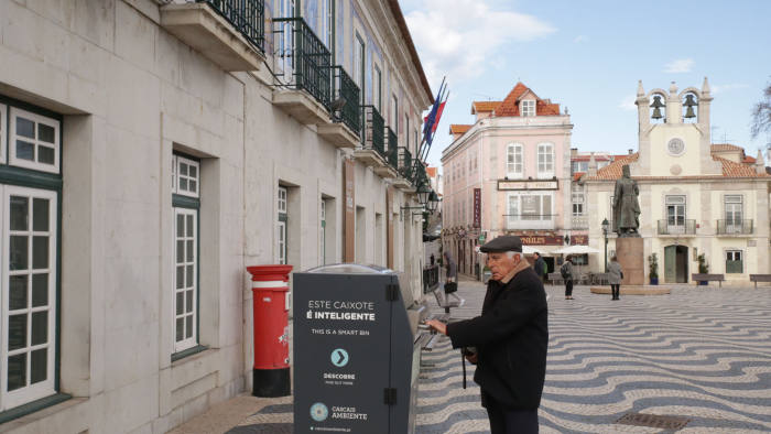 Smart bins in Cascais, Portugal. Press image from local city government.