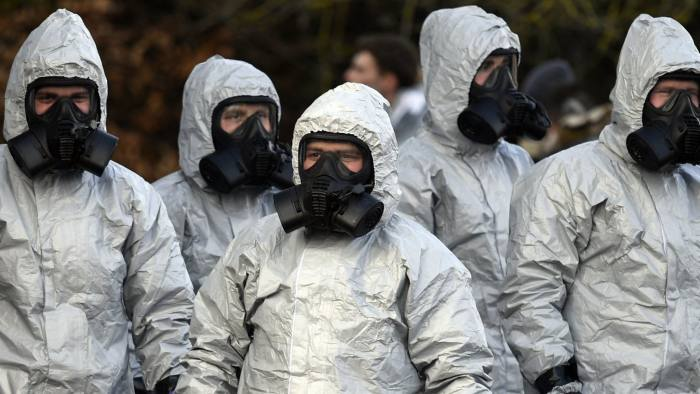 epa06594096 Members of the armed forces in protective suits at a Salisbury ambulance station in Salisbury, Britain, 10 March 2017. Russian ex-spy Sergei Skripal and his daughter were attacked with a nerve agent on 04 March 2018. Skripal and his daughter Yulia remain in a 'very serious' condition. EPA/NEIL HALL EPA-EFE/NEIL HALL