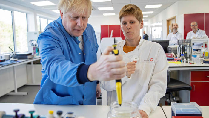 Johnson's handling of virus crisis put in spotlight | Financial Times
