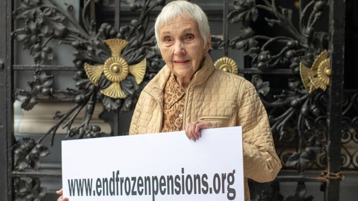 Anne Puckridge, a 93 year old lady who's flown to London from Canada to protest expats' frozen pensions. 30/10/18