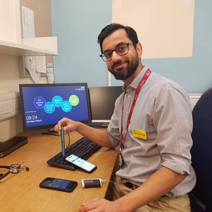 Professor Sufyan Hussain using a smartpen diabetic device.