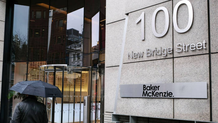 2B1YW5W New Bridge Street, London, UK. 28th Feb, 2020. The law firm Baker McKenzie has sent its staff home after a member of staff returned from northern Italy and is now unwell. Credit: Matthew Chattle/Alamy Live News