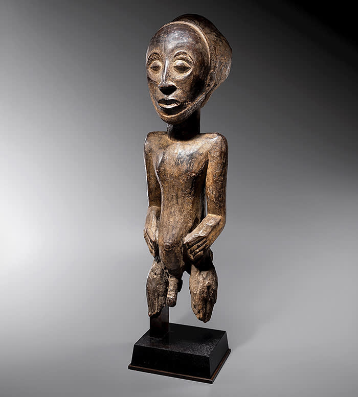 MALE ANCESTOR FIGURE Wood 70 x 19 x 17 cm (27.6 x 6.7 x 7.5 in.) Hemba people, D. R. of the Congo - 19th century GALERIE BERNARD DULON