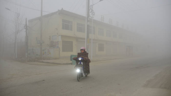 FILE PHOTO: A cyclist rides along a street in heavy smog during a polluted day in Liaocheng, Shandong province, December 20, 2016. REUTERS/Stringer/File Photo ATTENTION EDITORS - THIS IMAGE WAS PROVIDED BY A THIRD PARTY. EDITORIAL USE ONLY. CHINA OUT. NO COMMERCIAL OR EDITORIAL SALES IN CHINA REUTERS/Stringer CHINA OUT. NO COMMERCIAL OR EDITORIAL SALES IN CHINA - RC111E5E5330